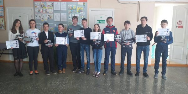 Участники соревнований по робототехнике
